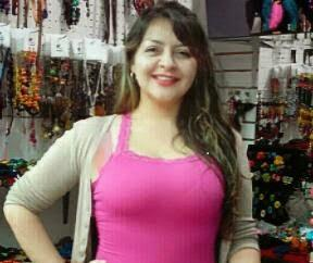 La créatrice de bijoux en matières naturelles Monika Puentes
