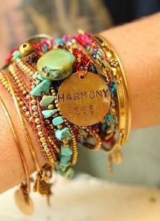 Bracelet multirang de la collection de bijoux fantaisie du créateur colombien Natalia Forero