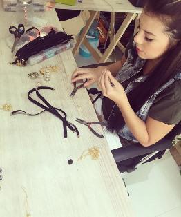 L'atelier du créateur de bijoux fantaisie Natalia Forero